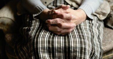 Ayudar a personas mayores